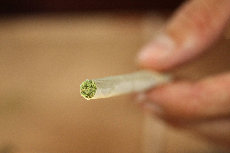 Косяк в семье: что делать, если муж курит марихуану?
