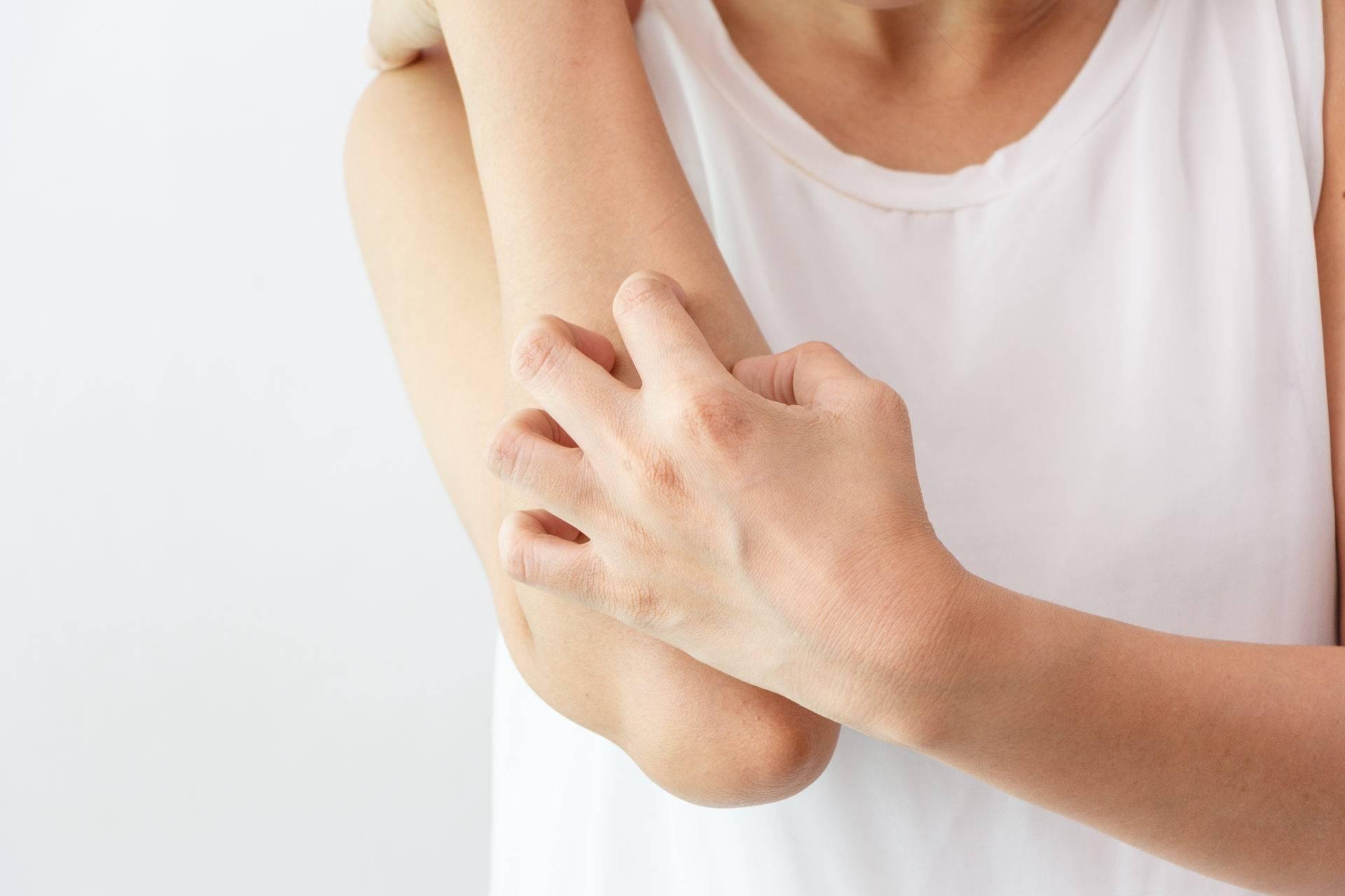 Зуд кожи тела при заболеваниях печени: лечение, причины, симптомы