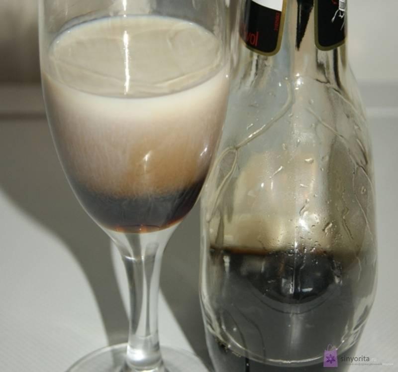 Коктейль с ликером бейлиз и мороженым. банановый коктейль с бейлиз. самый простой коктейль с бейлиз