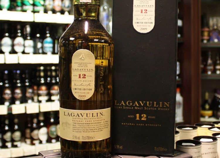Виски лагавулин (lagavulin): история бренда и обзор линейки