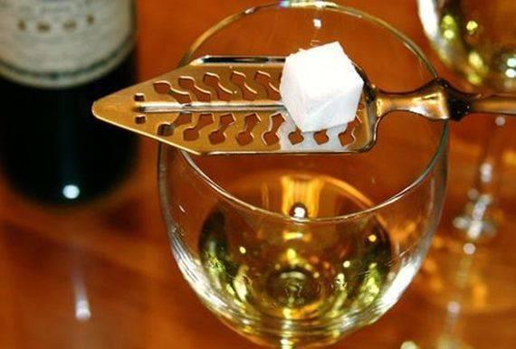 Как пьют абсент: как правильно пить и чем закусывать в домашних условиях