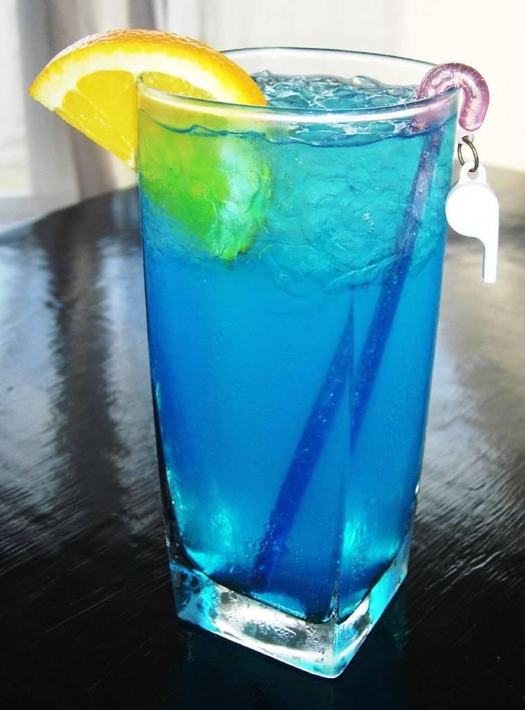 Коктейль голубая лагуна — приготовление в домашних условиях. рекомендации по оформлению и презентации напитка
