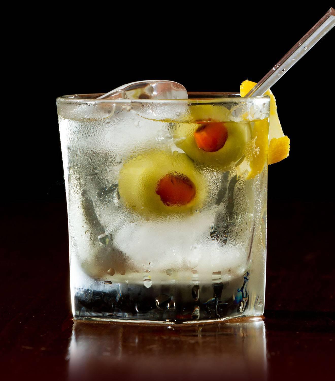 Коктейли с водкой: рецепты самых простых домашних миксов