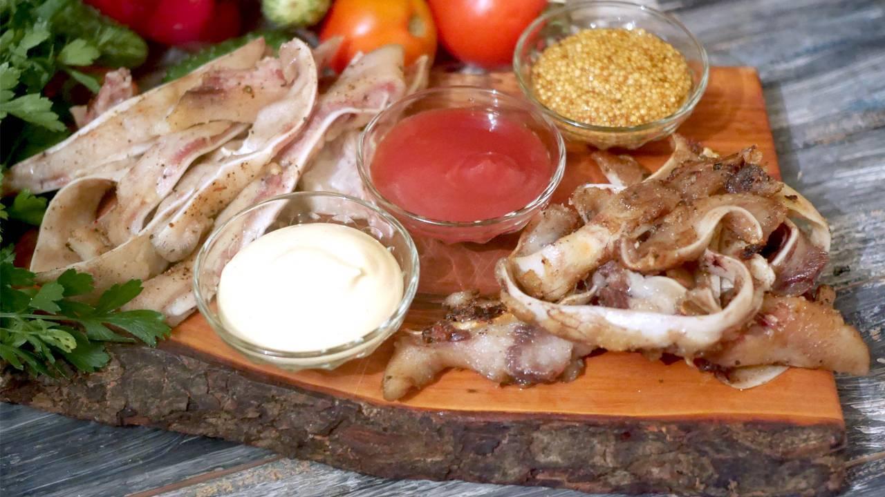 Копченые свиные уши – кулинарный рецепт