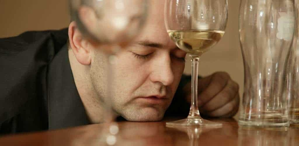 Как успокоить пьяного агрессивного человека в домашних условиях: лекарства, психология, народные средства