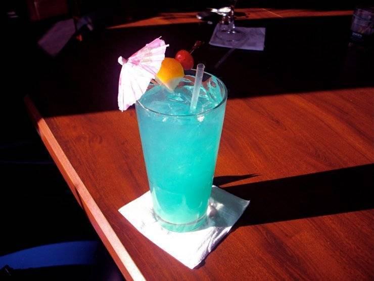 """Коктейль """"голубая лагуна"""": рецепт, история, варианты"""