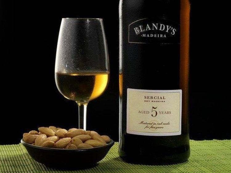 Зеленое вино: где производят, вкус, происхождение напитка
