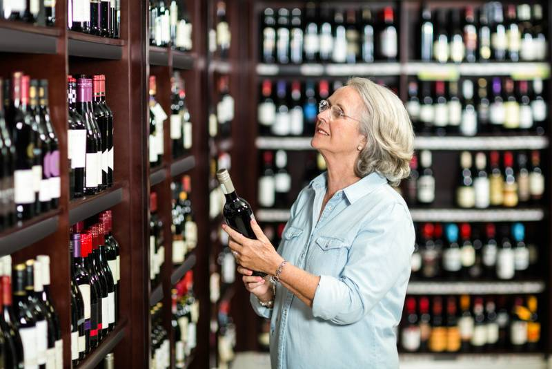 Как выбрать хорошее недорогое вино и не нарваться на подделку — советы от профессионала