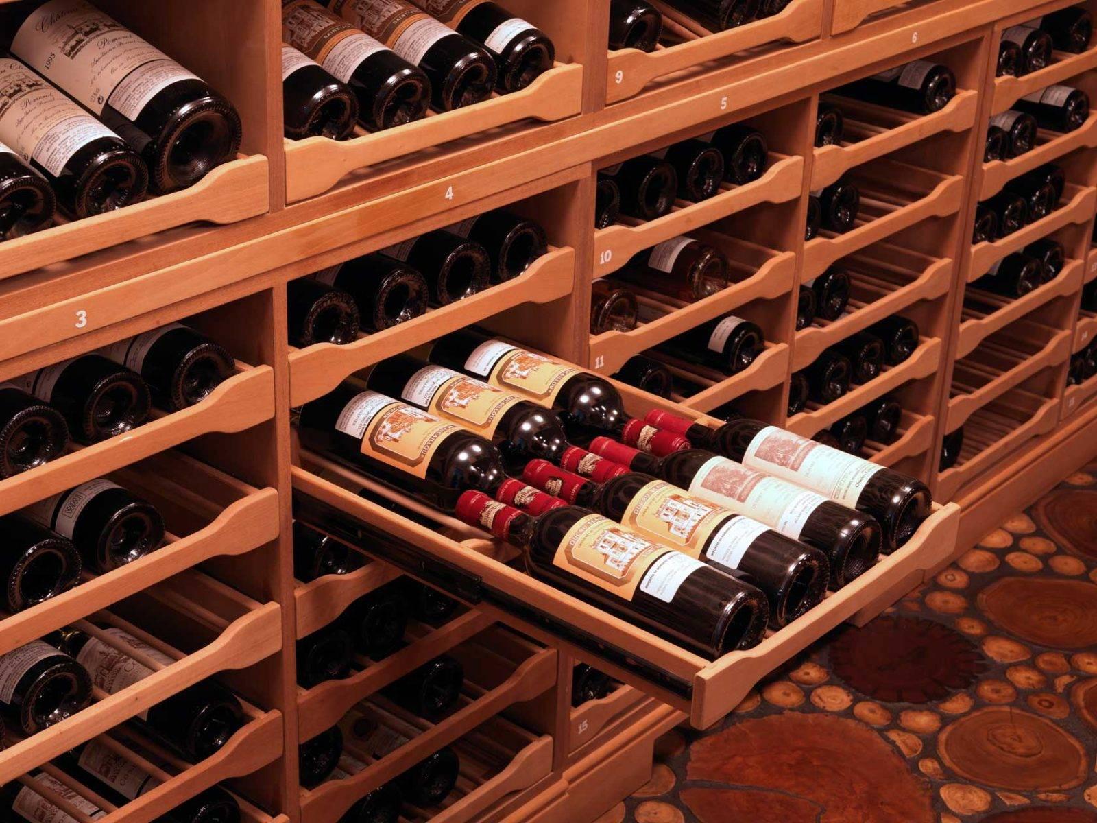Где и при какой температуре хранить вино