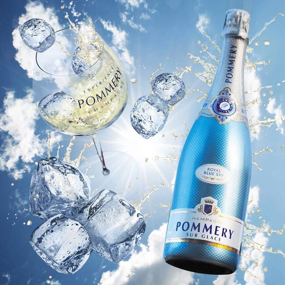 Начальник подарил бутылку голубого шампанского, что же там намешано?
