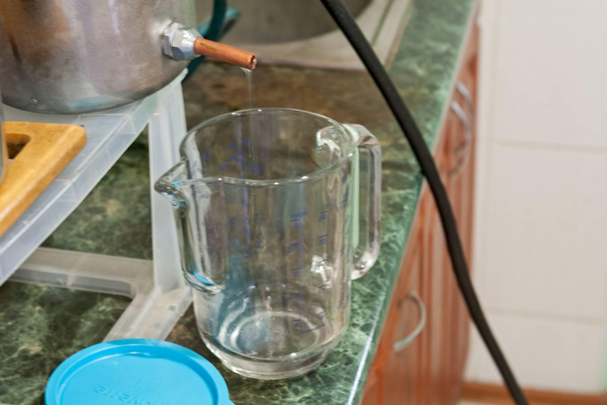 Настойка на чаге из самогона: рецепты приготовления, польза и вред и как настаивать в домашних условиях