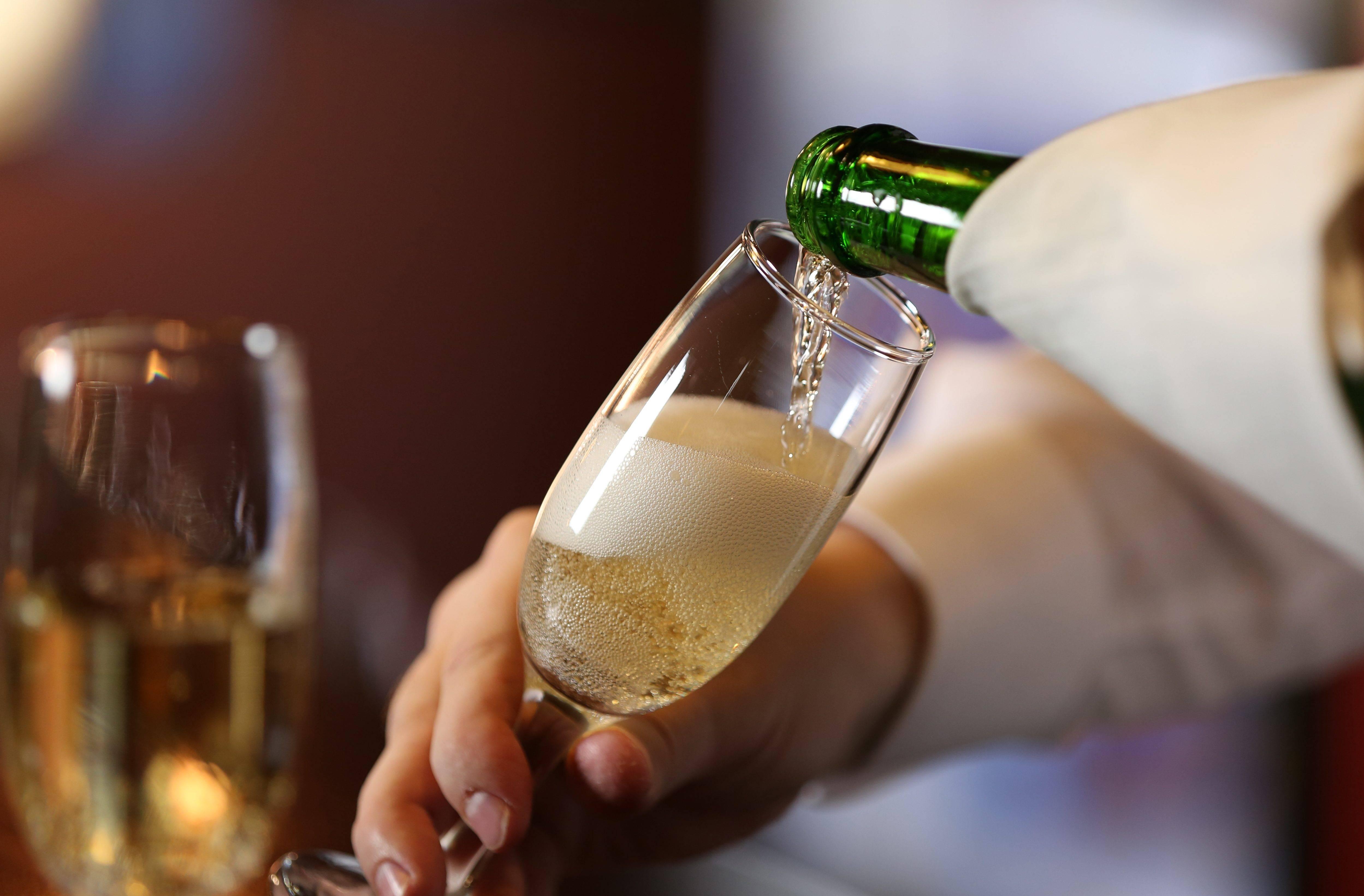 Шампанское: польза и вред, влияние на организм
