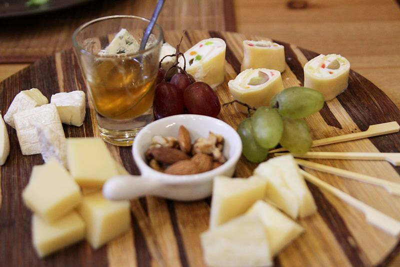 Закуска к вину - правильное сочетание с различными сортами!