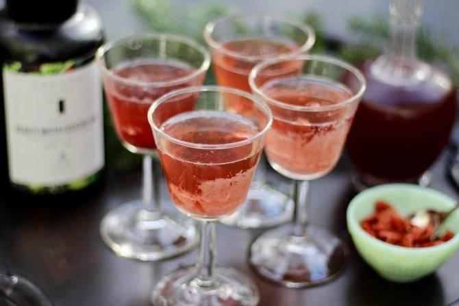 Коктейли из красного и белого вина