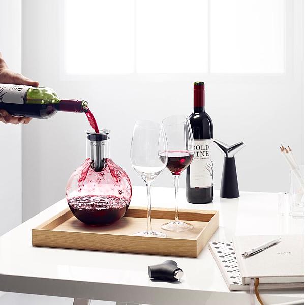 Для изысканного вечера вдвоём: декантер для вина поможет раскрыть аромат напитка