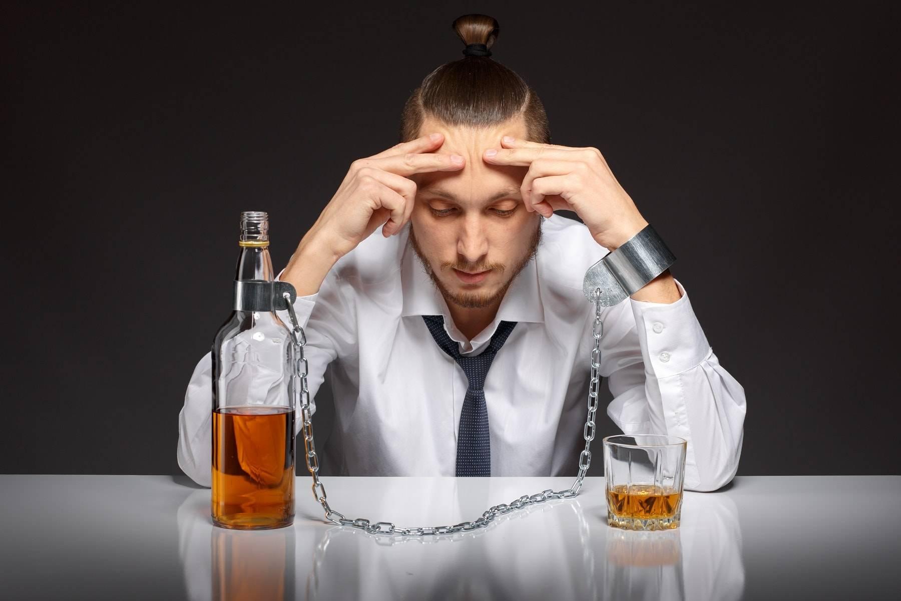 Зачем люди пьют алкоголь: психологические причины