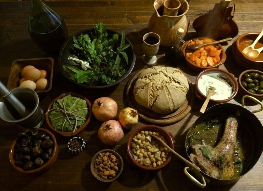 «ешь. пей. работай»: 9 самых необычных профессий в мире еды и алкоголя