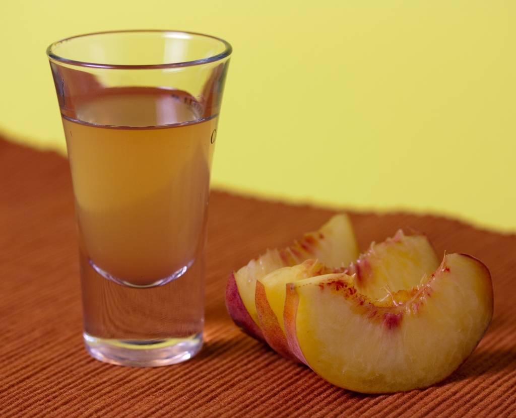 Нашел в интернете рецепт абрикосового ликера: что получается, если попробовать по нему приготовить
