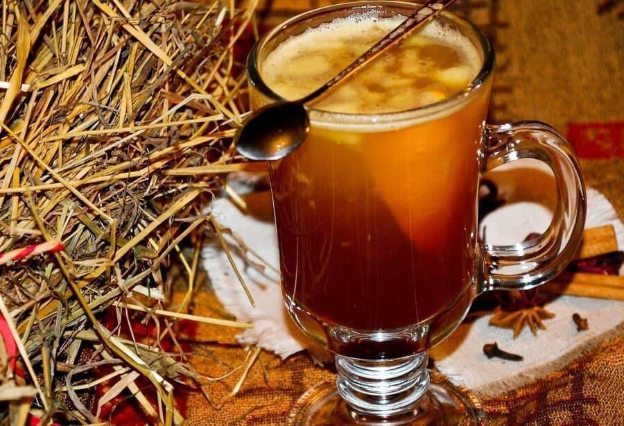 Горячее вино — глинтвейн с мёдом при простуде