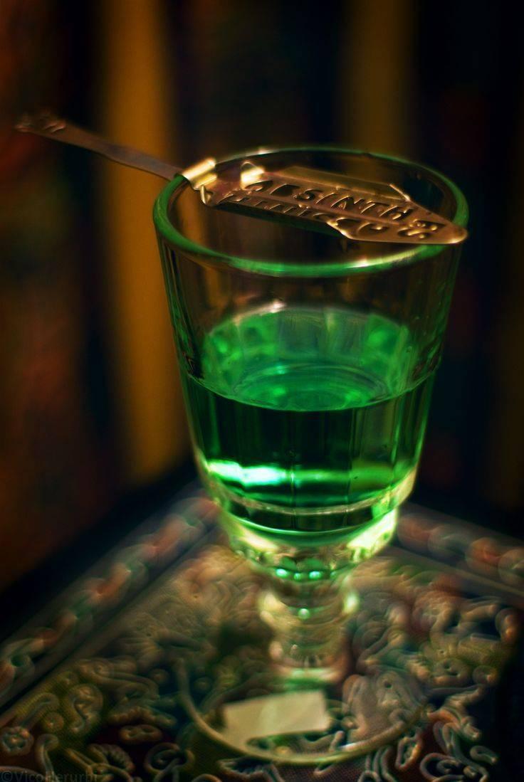 Как правильно пить абсент в домашних условиях — способы. с чем пьют абсент, можно ли пить чистым. чем нужно закусывать абсент. как правильно пить абсент в домашних условиях, рецепты коктейлей