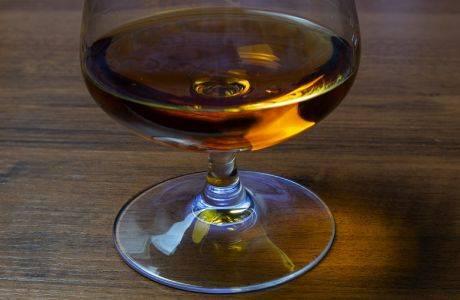 Как приготовить коньяк из чернослива? домашние рецепты на спирту и самогоне