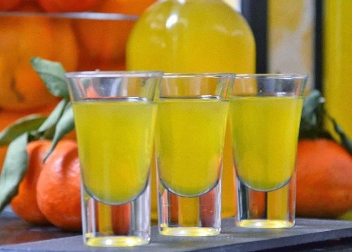 Мандариновая настойка на корках: полезные свойства напитка и противопоказания для употребления, список необходимых компонентов и классический рецепт
