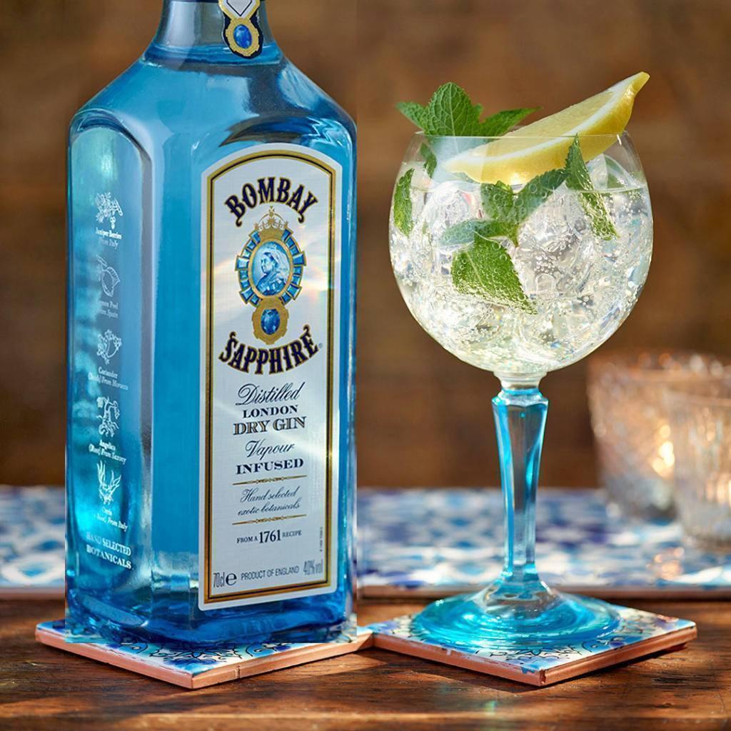 Джин бомбей сапфир: как пить голубой напиток, состав, содержание алкоголя, рецепты коктейлей