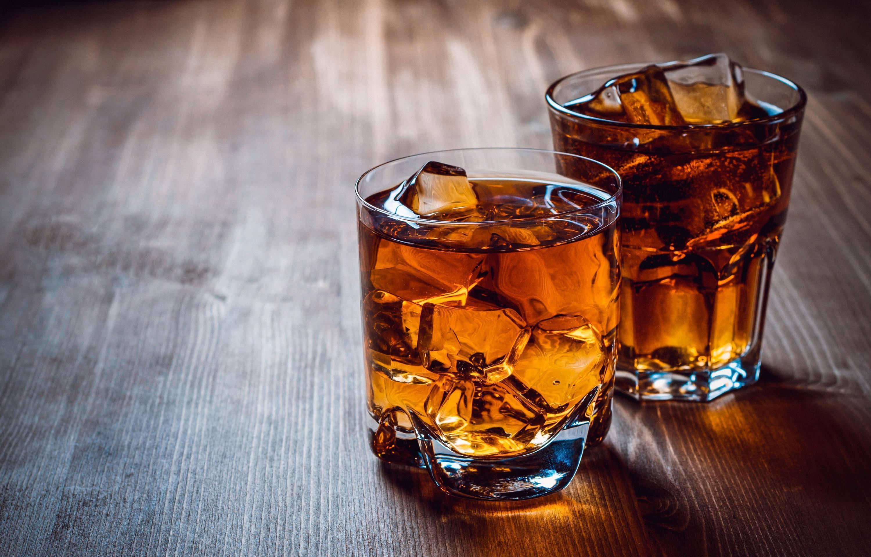 Ром или виски: сравнение и что лучше взять?