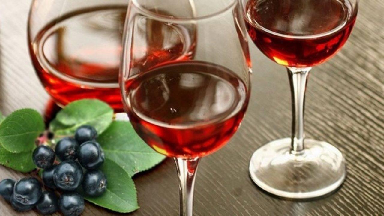 Легкий напиток для дам: учимся готовить вино из компота