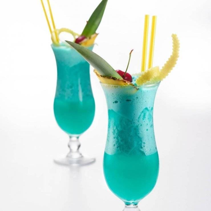 Разноцветный ликер blue curacao. история, домашнее приготовление, вкусные коктейли с блю кюрасао   про самогон и другие напитки ?   яндекс дзен