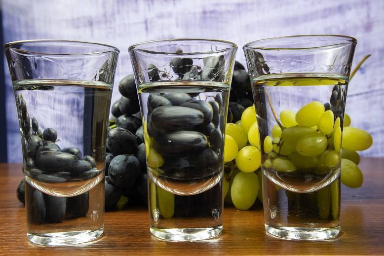Самогон из домашнего вина – простые рецепты