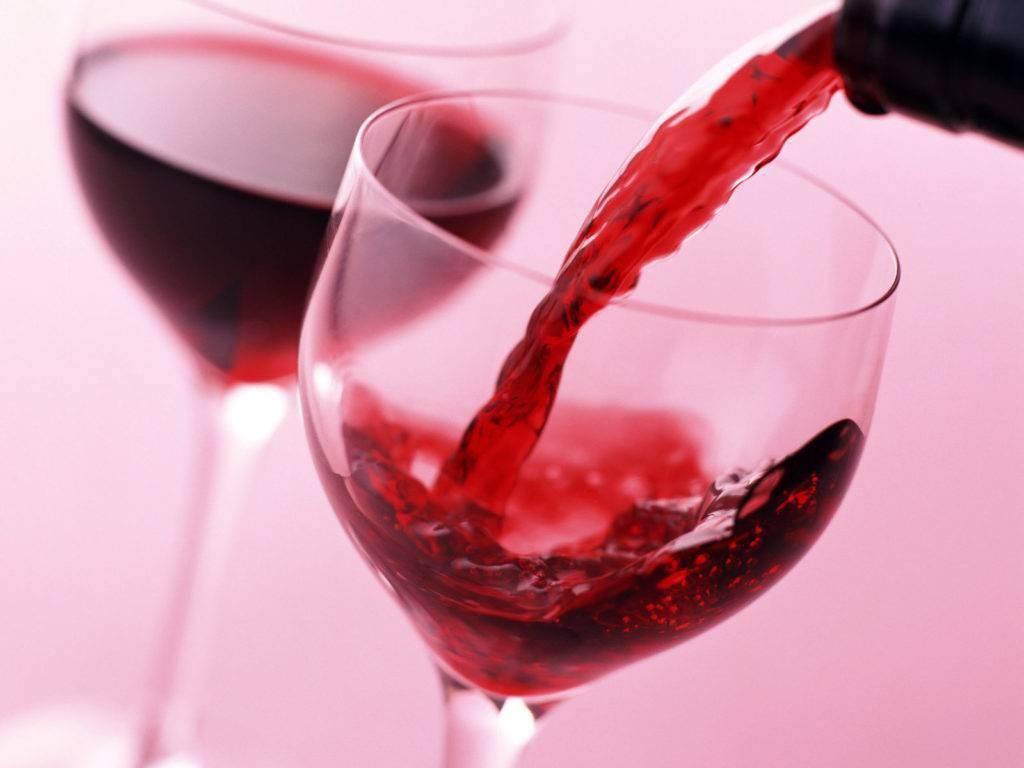 Вино разжижает кровь или сгущает: какое влияние имеет красное, белое, сухое и другие сорта напитка на ее вязкость?