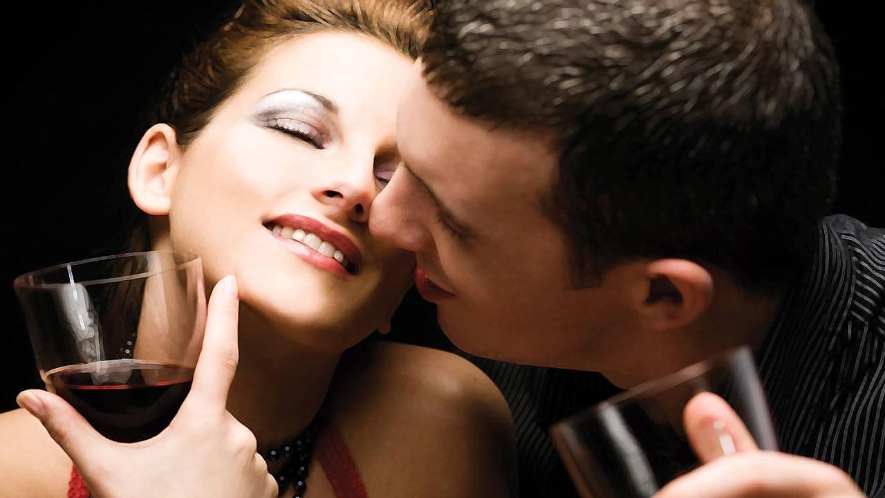 Что означает пить на брудершафт с поцелуем и как правильно это делать