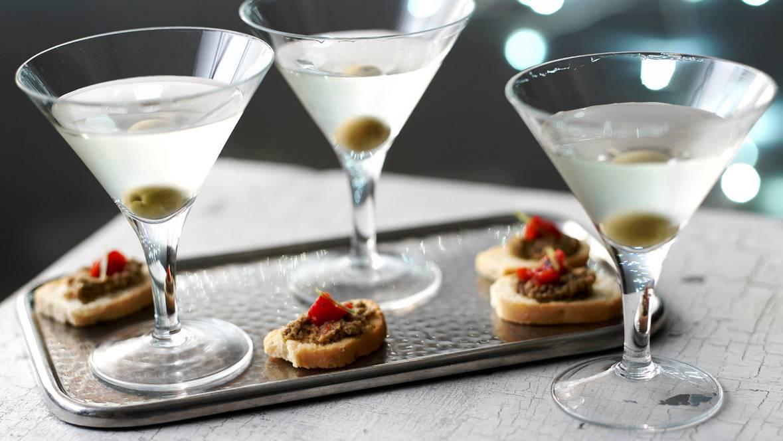 С чем пить мартини и как закусывать