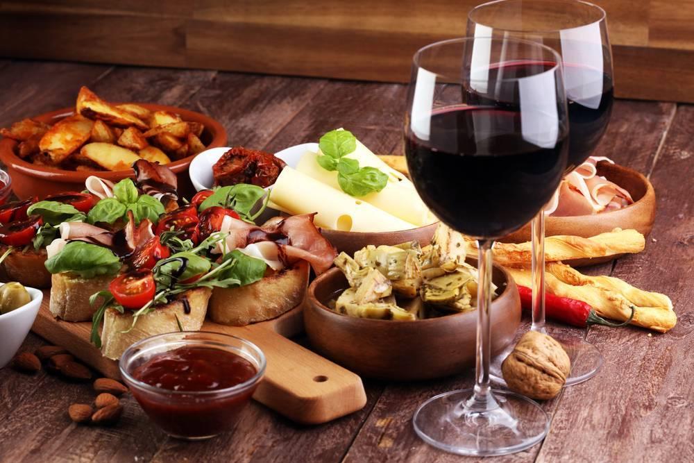 С чем пьют красное вино - с каким блюдом сочетается сухое, полусухое, полусладкое, сладкое