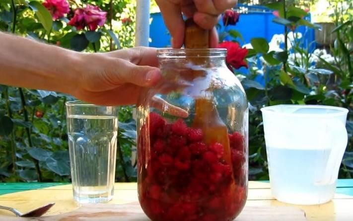 Приготовление малиновой настойки в домашних условиях на водке
