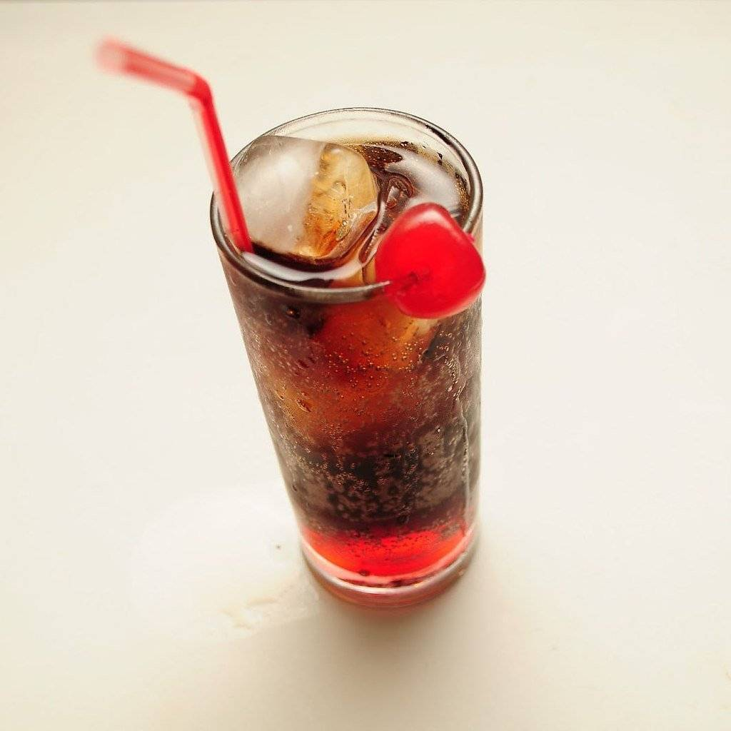 Популярные алкогольные коктейли с колой