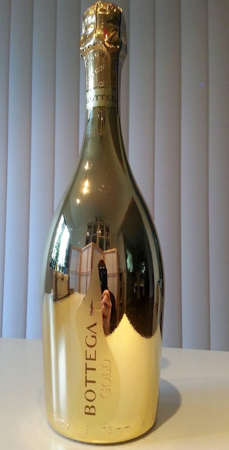 Почему на новый год пьют шампанское и что предпочитают в других странах
