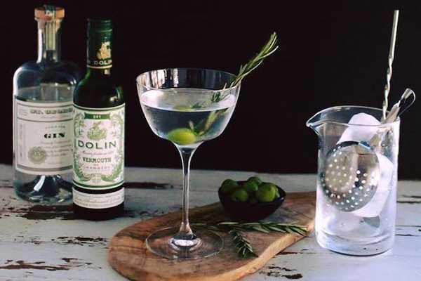 Почему мартини пьют с оливкой