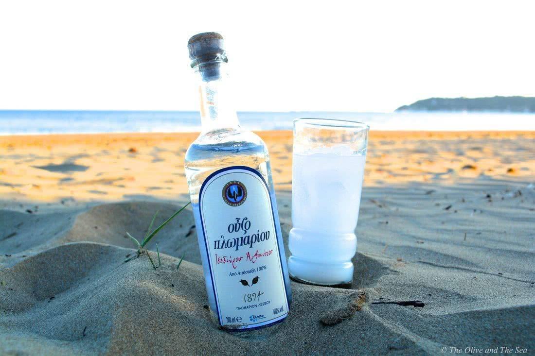 Греческая водка: что это такое, состав, история напитка, правила употребления чистого узо и в коктейлях