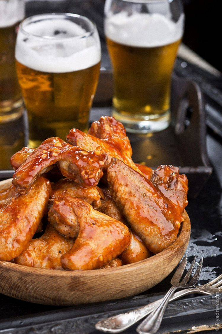 Хрустящие острые куриные крылышки к пиву