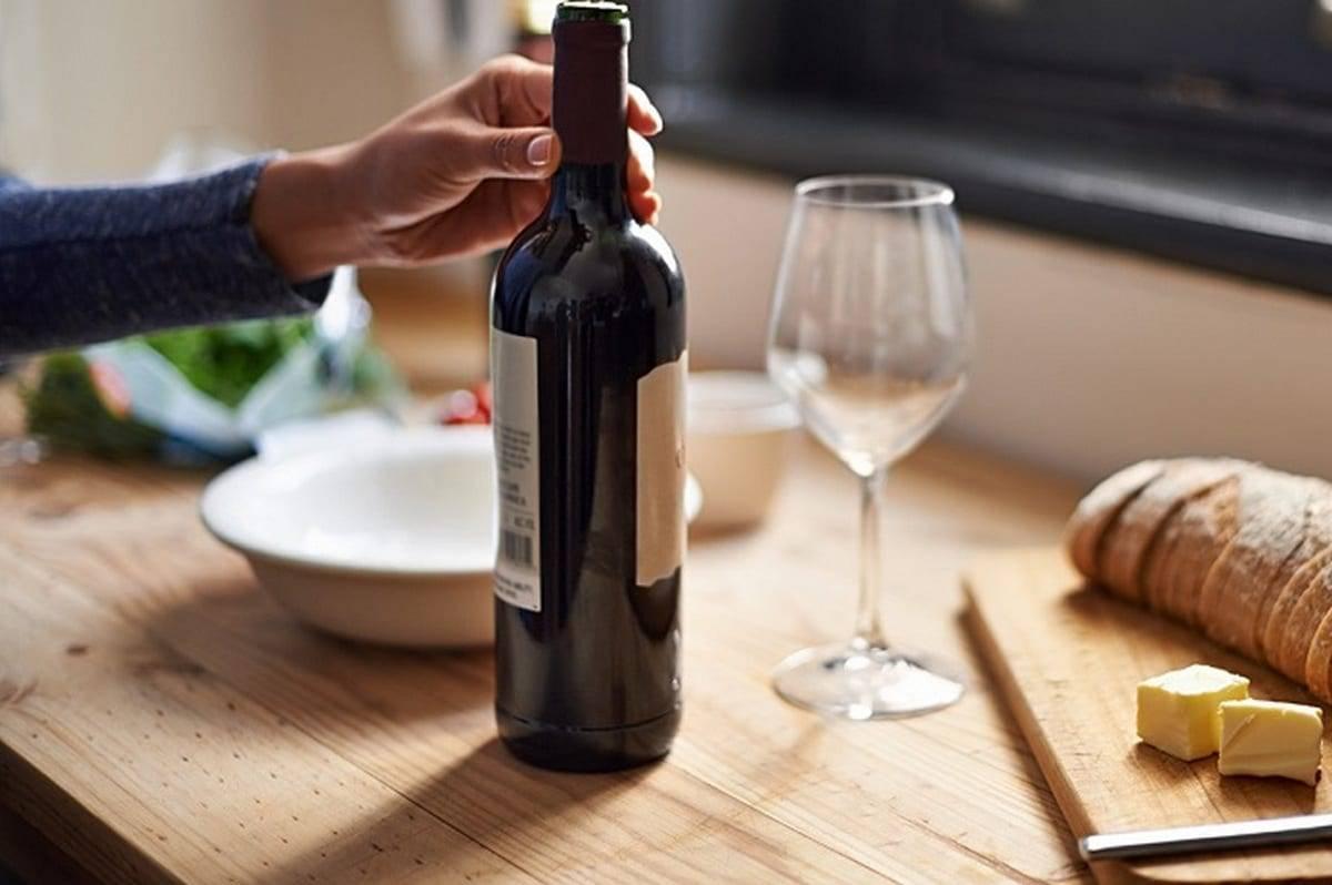 Какие есть способы открыть вино без наличия штопора?