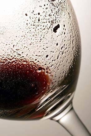 Стоит ли переживать из-за осадка в вине?