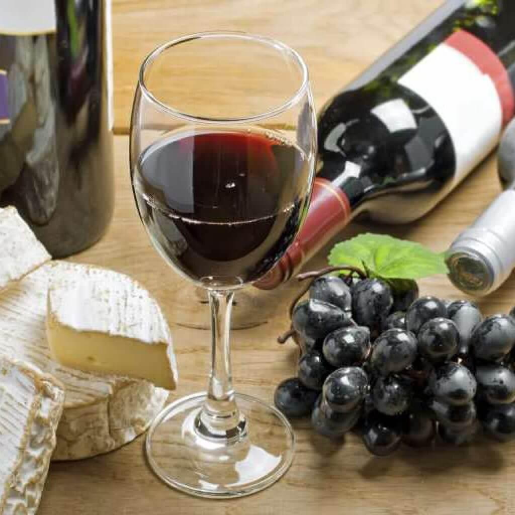 Два бокала на ночь – это алкоголизм?