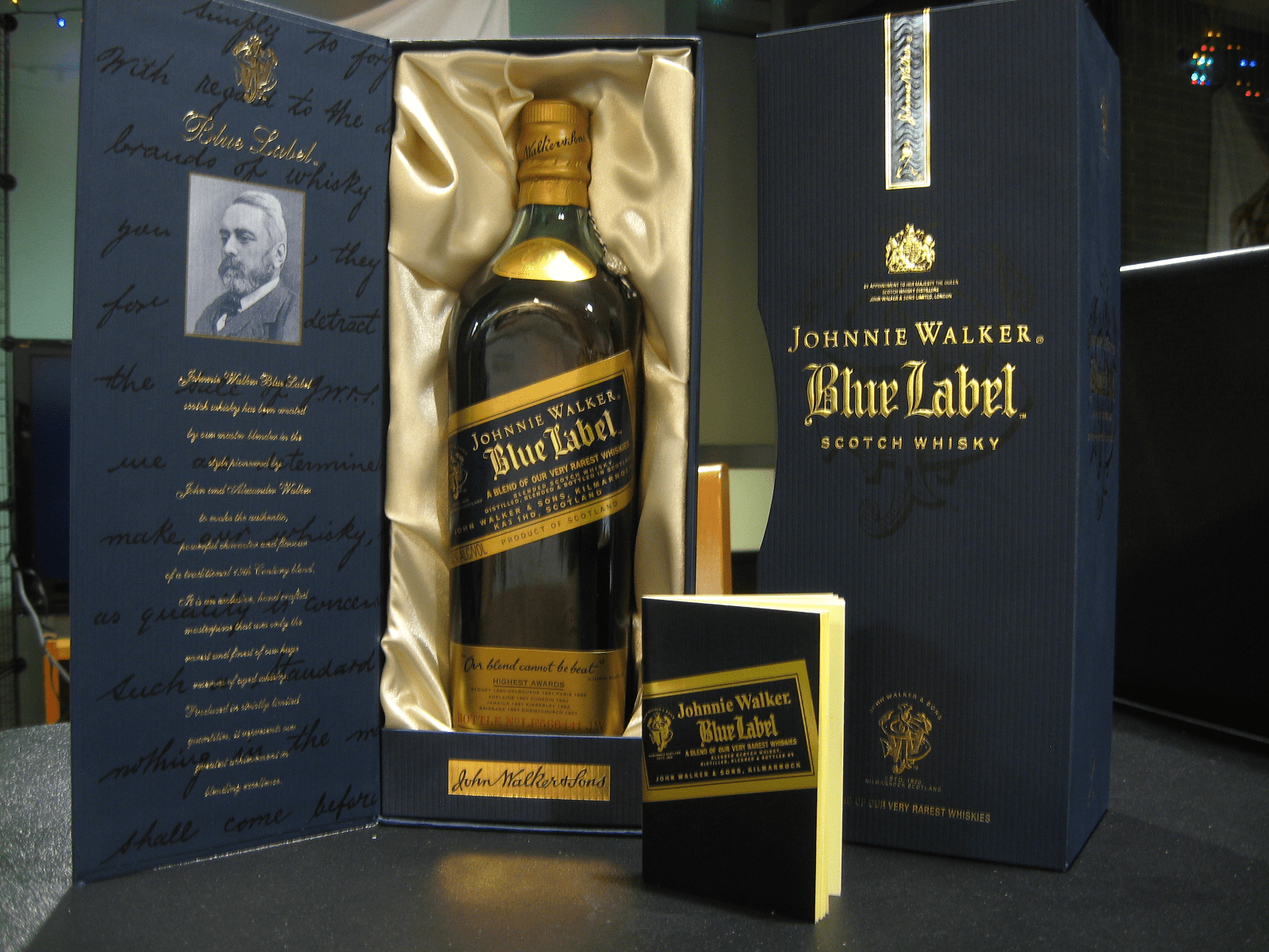 Ассортимент виски джонни уокер: red label, blue label