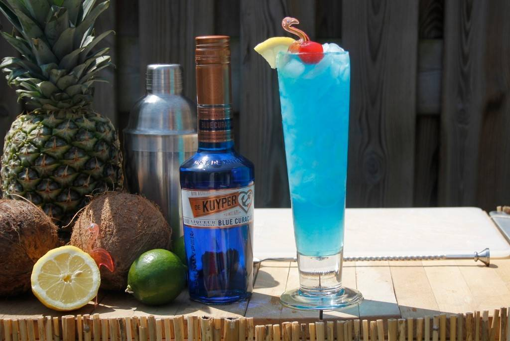 Готовим коктейль голубая лагуна: лучшие рецепты