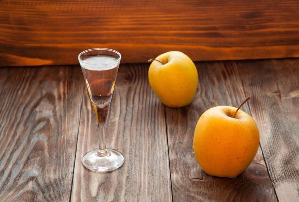 Рецепт кальвадоса из яблок в домашних условиях по классическому рецепту с дубовой щепой. кальвадос из яблок дома на водке или самогоне