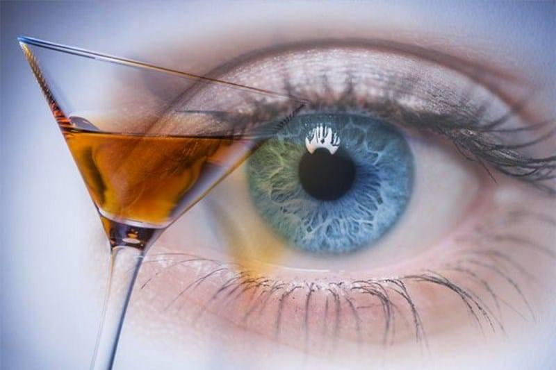 Как алкоголь влияет на зрение человека, каковы последствия воздействия спиртного на глаза