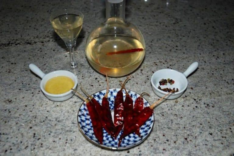 Водка с медом от простуды: рецепты, применение, противопоказания