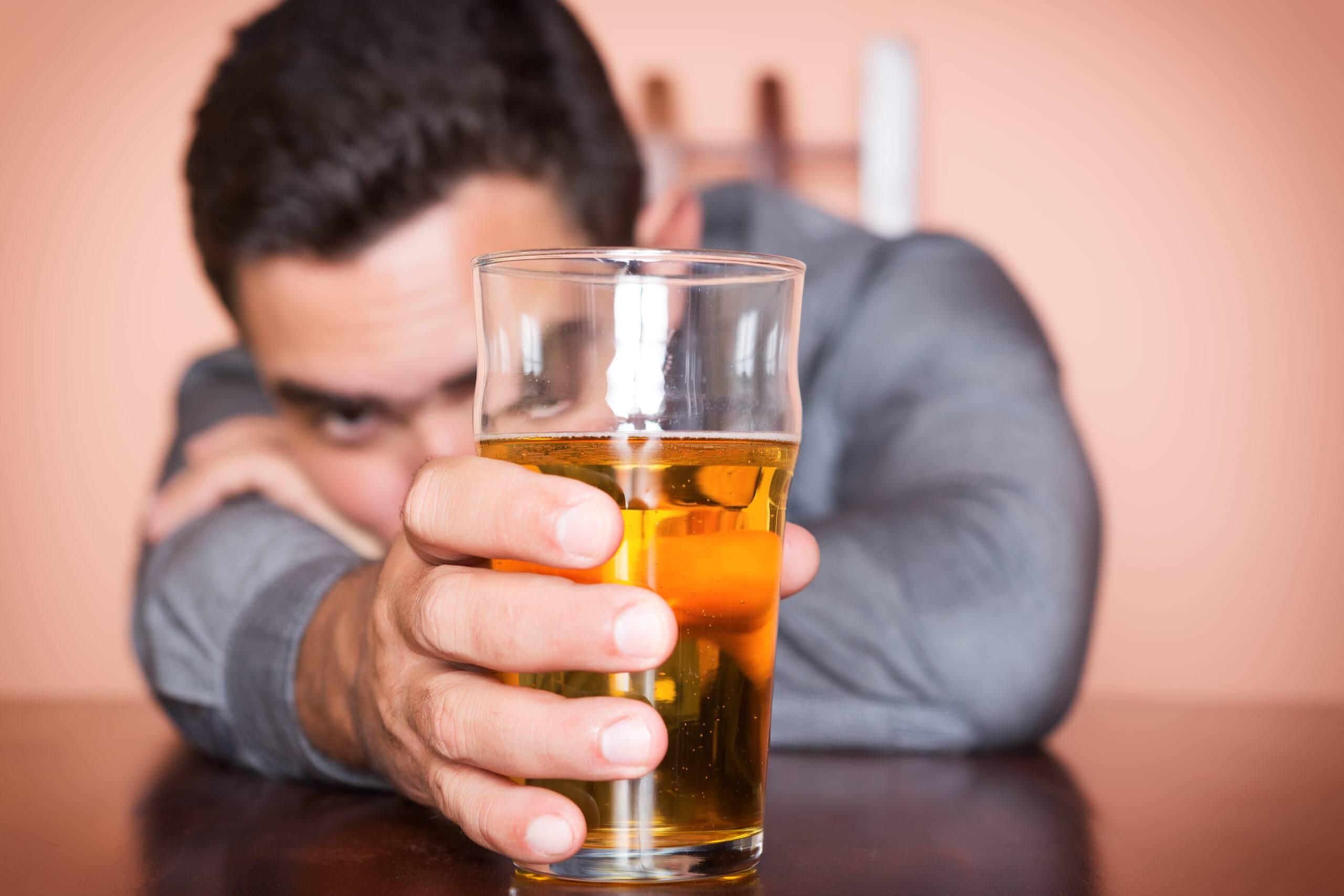 Алкоголизм у мужчин - признаки, стадии и последствия мужского алкоголизма - статьи - психотерапевтический центр «дар»